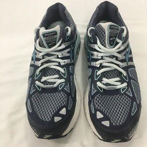 Brooks Womens Sz 10.5 Ariel 14 Running Shoes